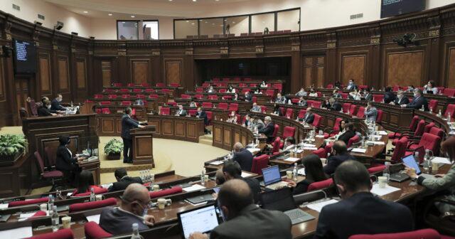 Erməni deputatlar jurnalistlərin Şuşa sualından qaçdı – VİDEO